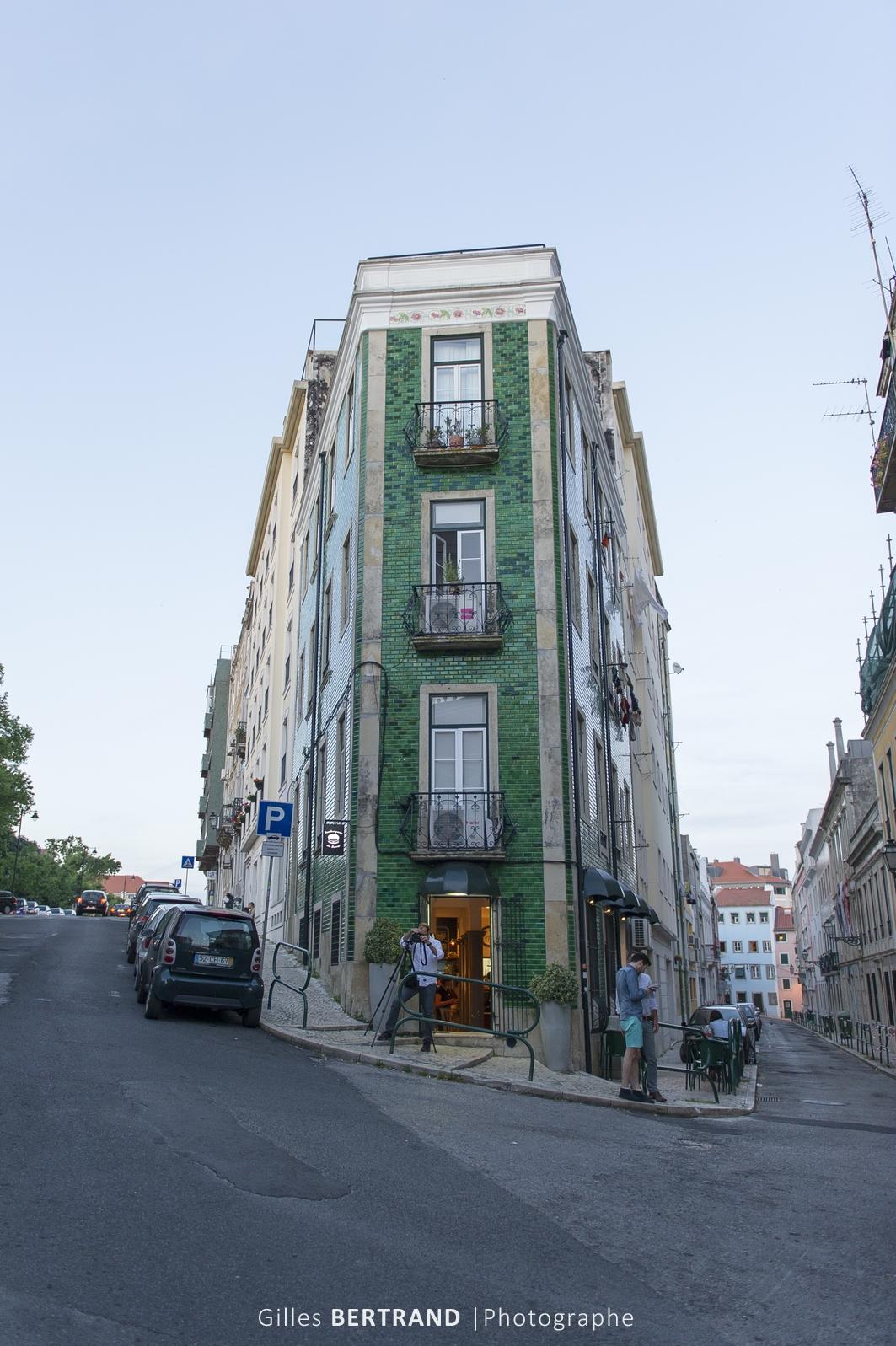 LISBONNE - Un immeuble dont les facades sont recouvert d'Azulejos