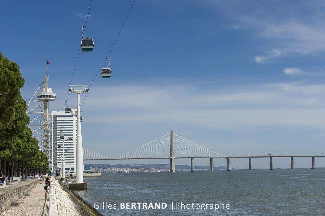 LISBONNE - Le quartier des Nations construit pour l'exposition universelle de 1998, le telepherique construit le long du Tage et le pont VASCO DE GAMA