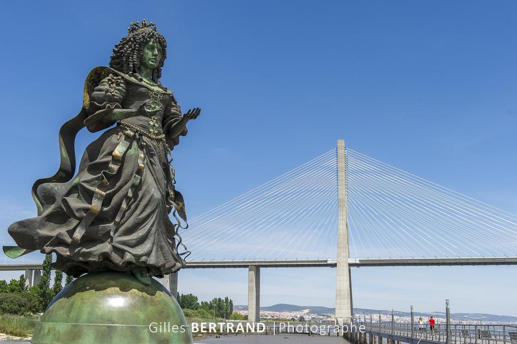LISBONNE - Le quartier des Nations construit pour l'exposition universelle de 1998, le pont Vasco de Gama qui emjambe le Tage