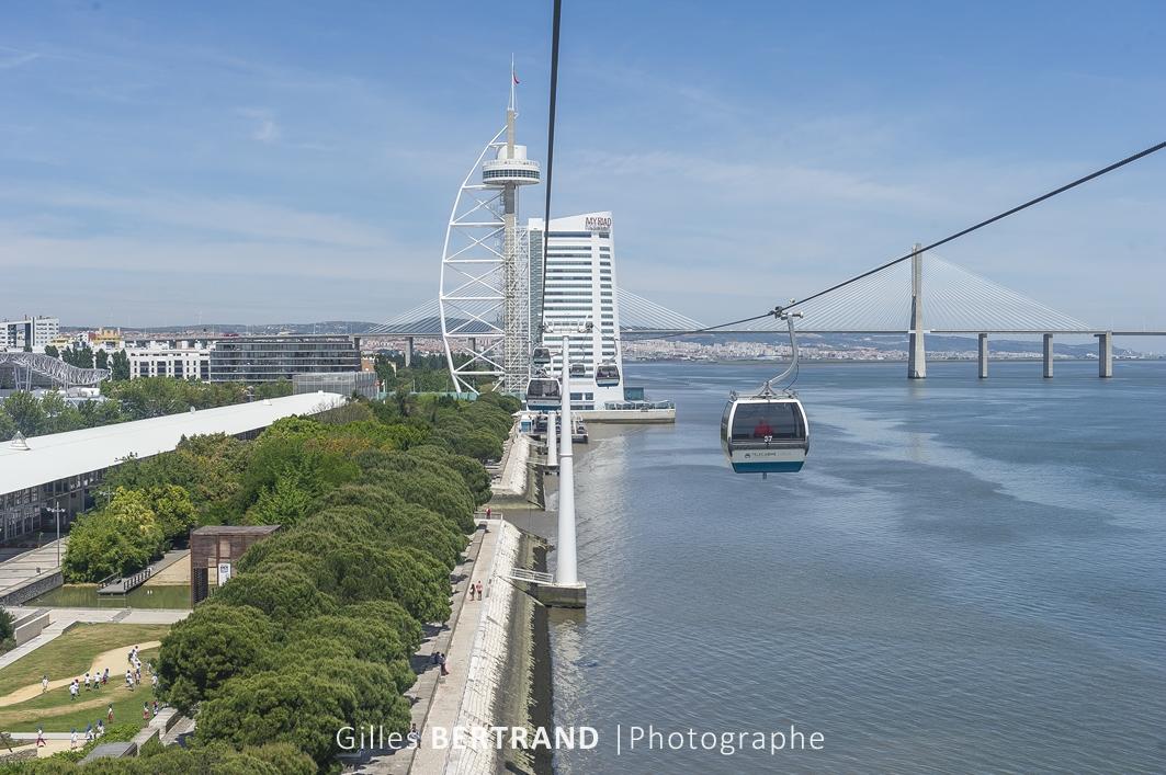 LISBONNE - Le quartier des Nations construit pour l'exposition universelle de 1998, le telepherique construit le long du Tage