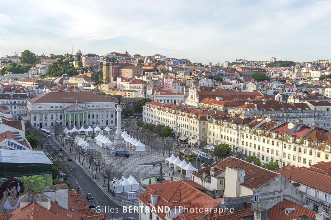 LISBONNE - Vue sur Lisbonne et la place du Rossio depuis le sommet de l'ascenseur de Santa Justa