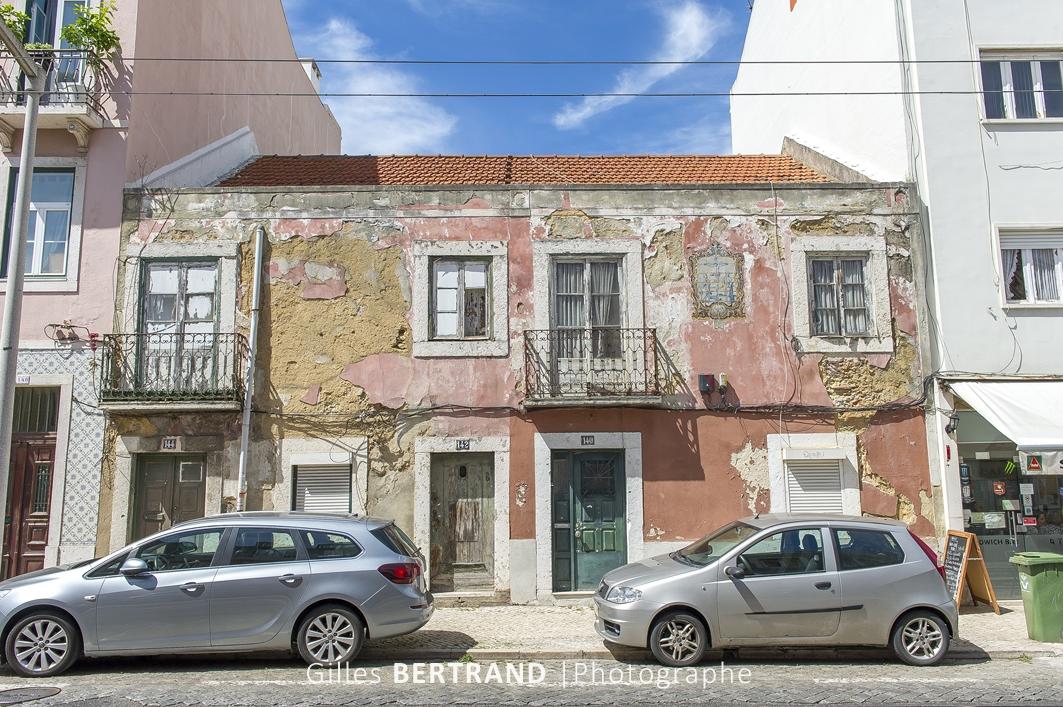 LISBONNE - Vieille habitation dans les rues de Lisbonne