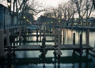 Pontons sur le canal du Vasse - A Annecy le 13 avril 2013, photo : Gilles BERTRAND