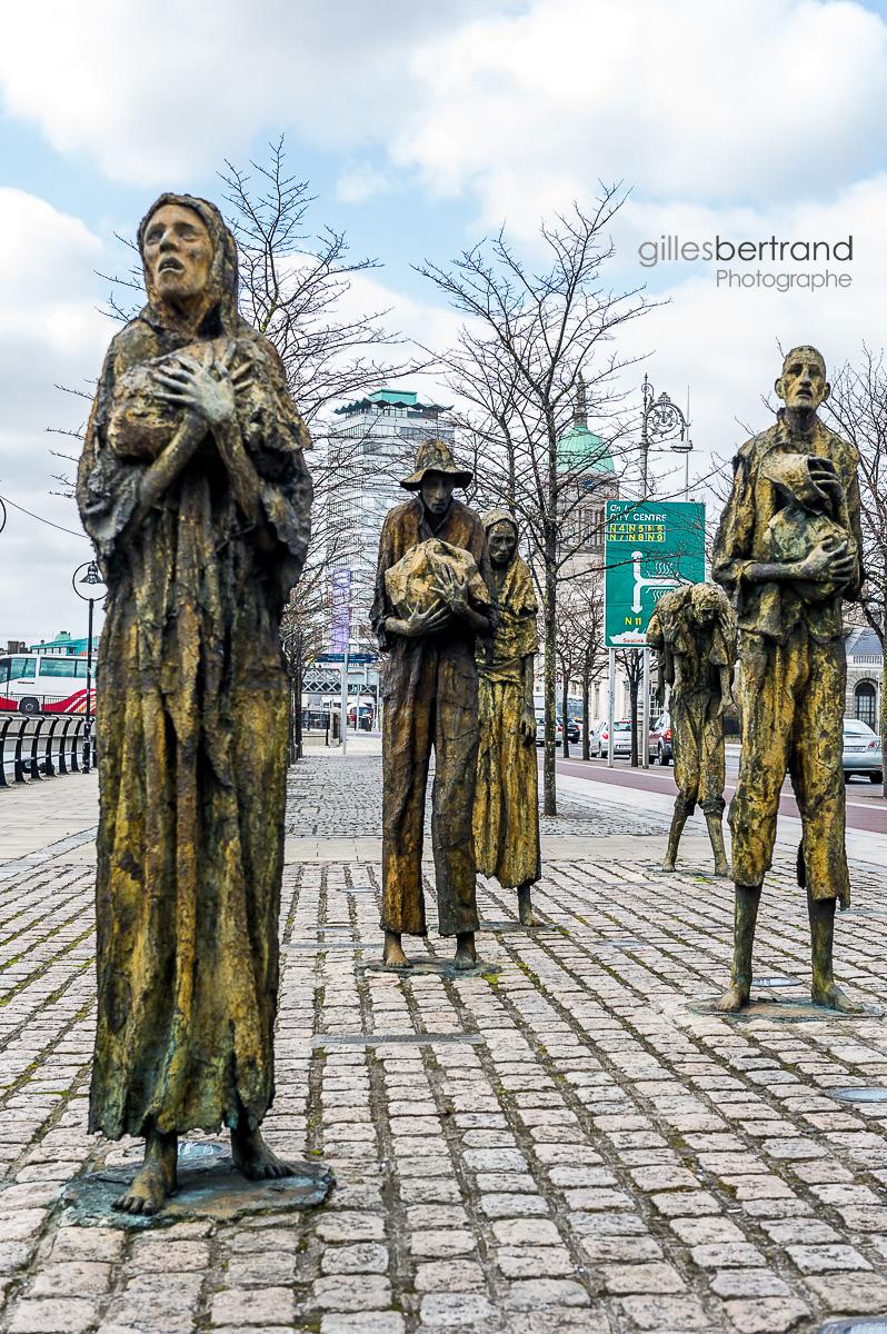 STATUES MEMORIAL GRANDE FAMINE DUBLIN
